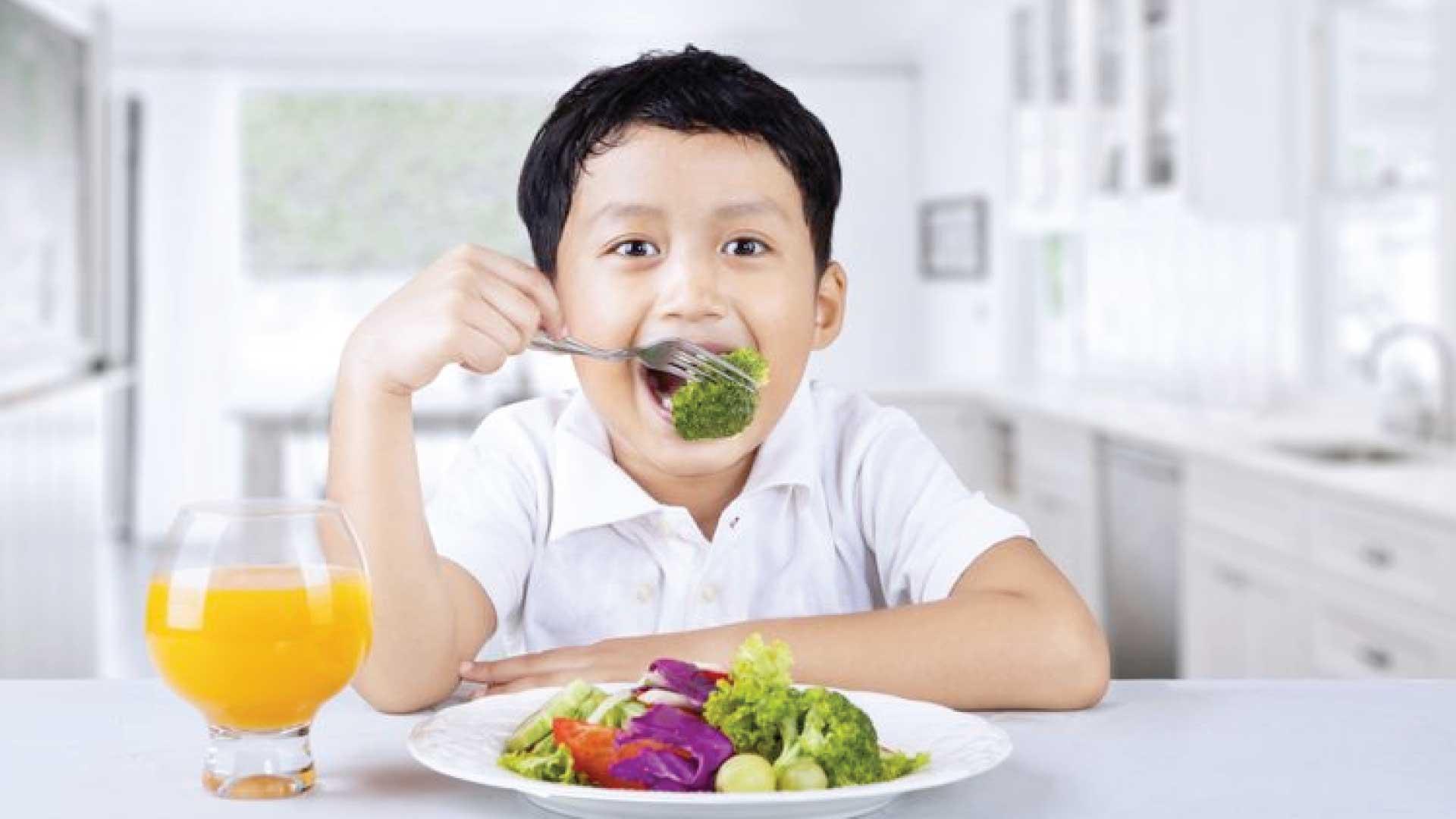 makan makanan bergizi