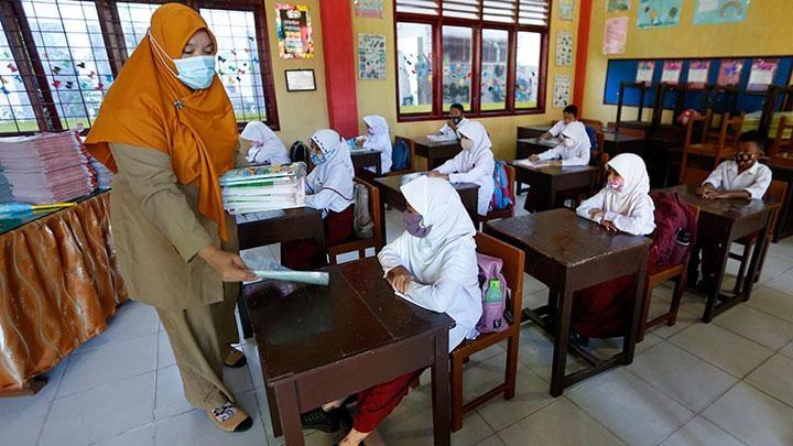 Jokowi dan Nadiem : Sekolah dan Kuliah tatap muka mulai Juli 2021